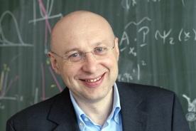 Stefan W. Hell Peraih nobel kimia tahun 2014.